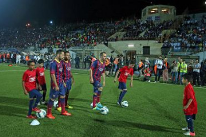 Barça players at the training session they carried out in Dura, Palestine (by FC Barcelona)