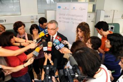 Josep Baselga attenting media in 2010 at the Vall d'Hebron Institute of Oncology (by VHIO)