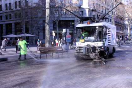 Barcelona will improve the cleaning of its streets (by P. Mateu)