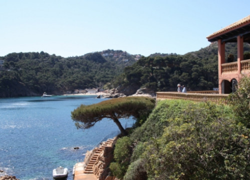 Part of Begur's sea shore, at the Costa Brava (by N. Guissaola)