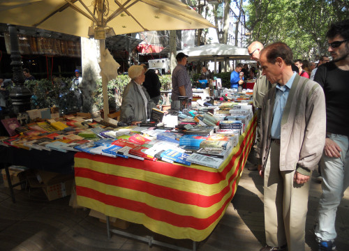 A bookstall in Barcelona's Les Rambles (by Simão Chambel)