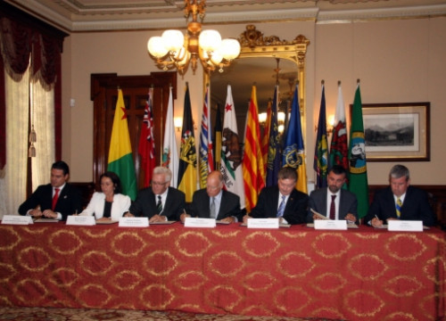 Representative of the signatories governments, including the Catalan Minister Santi Vila, signing the Memorandum (by ACN)