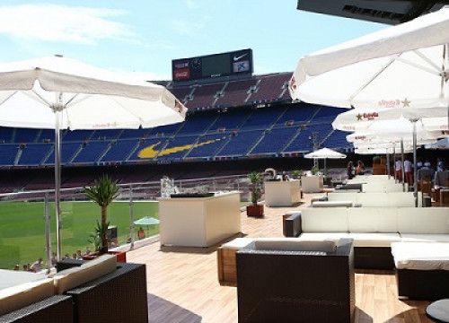 The new Camp Nou Lounge, with privileged views on Barça's stadium pitch (by FC Barcelona)