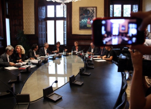 The Catalan Parliament's Bureau, meeting the day after the Constitutional Court's temporary suspension (by N. Julià)