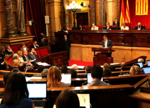 The Catalan Parliament holding the debate on youth unemployment (by A. Moldes)