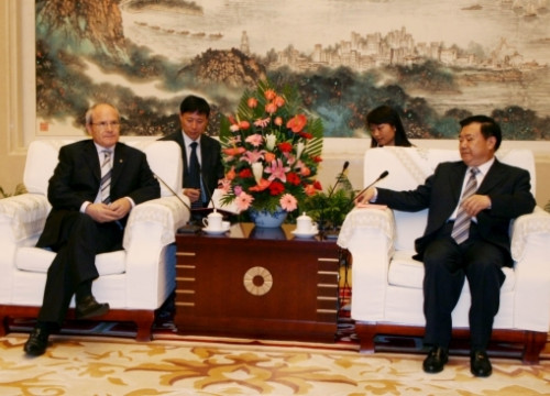 Catalan President (left) meets with Anhui Province's Governor (right)