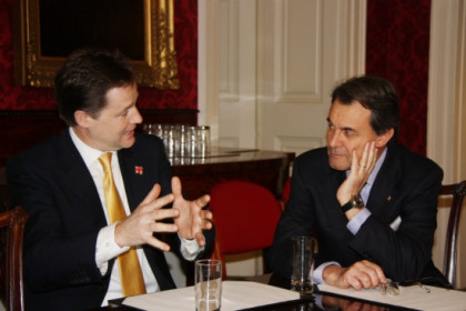 UK's Deputy Prime Minister, Nick Clegg, and Catalan President, Artur Mas, talking this Monday in London (by L. Pous)