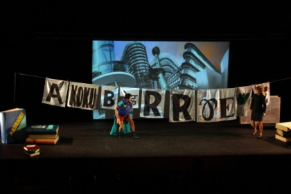 Performance group 'Comediants' pays homage to the world of letters (by M. Armengual)