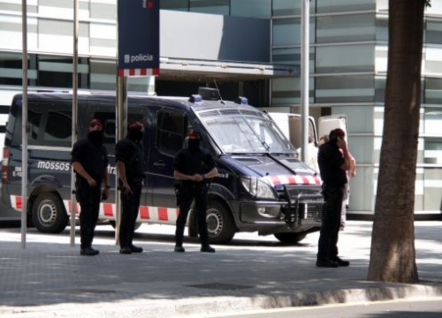 The Catalan Police's station where the detained protesters were taken to (by P. Cortina)