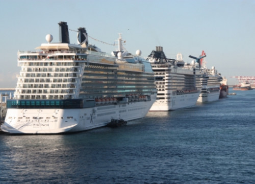 Cruise ships on Barcelona's Port (by J. Molina)