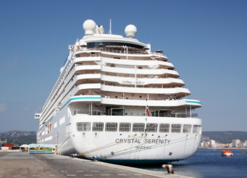 The Crystal Serenity, docked at Palamós' harbour (by L. Casademont)