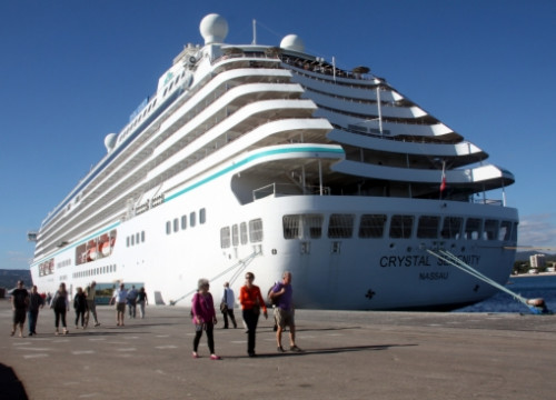 Tourists arriving at Palamós on the Crystal Serenity cruise ship (by ACN)
