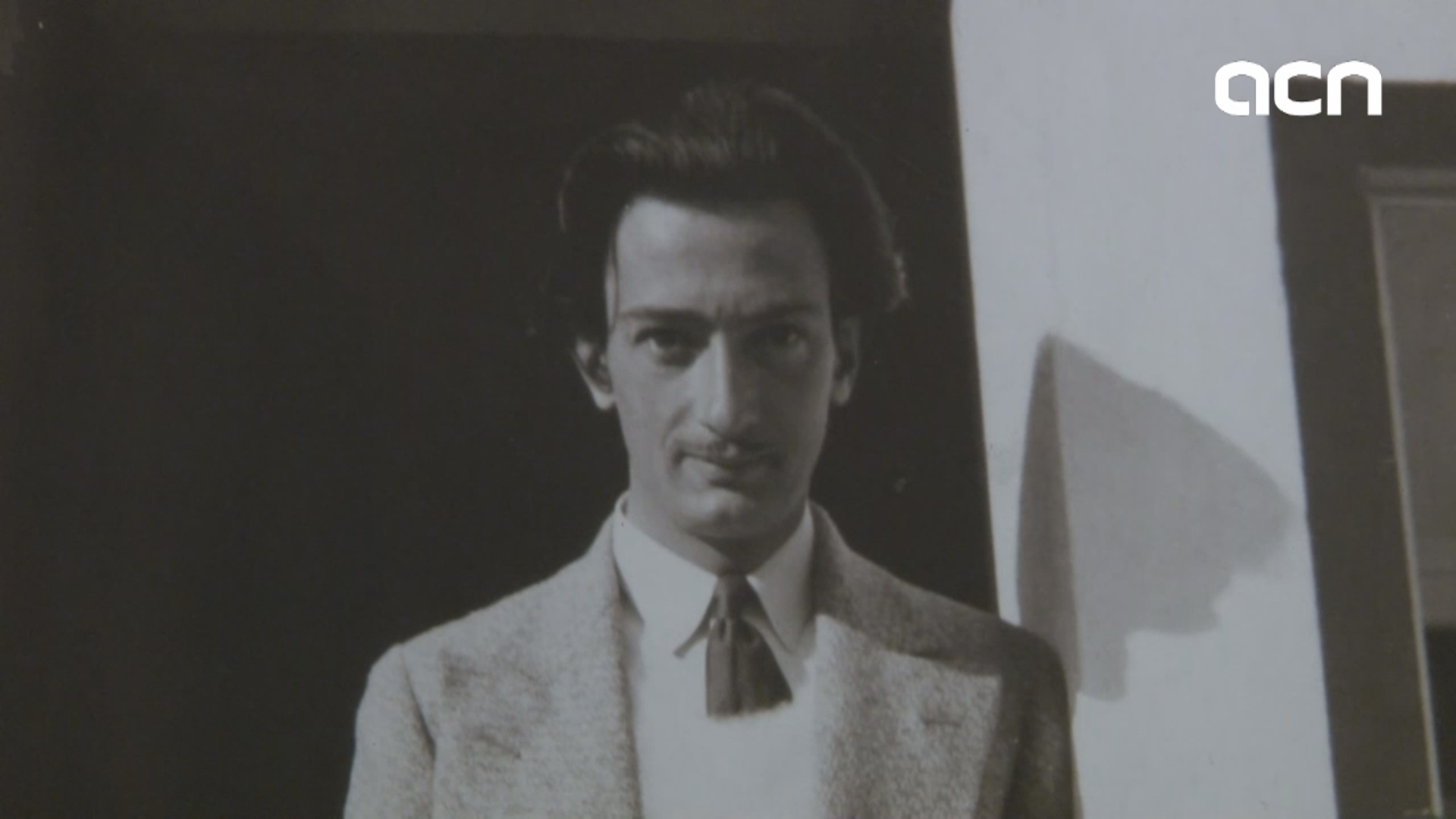 Dalí photographed by women