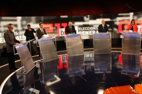 A pause during the electoral debate among the main Catalan candidates (by R. Garrido)