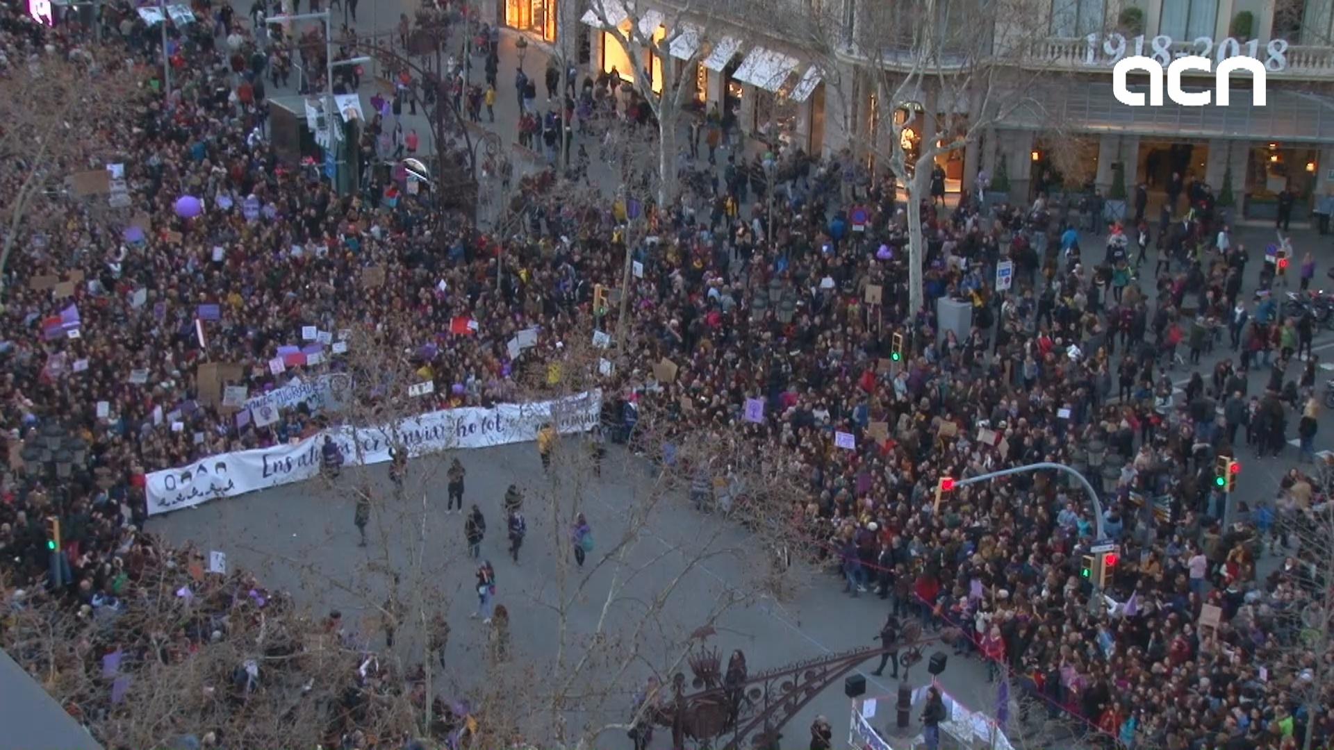 200,000 demonstrate in Barcelona's mass feminist march