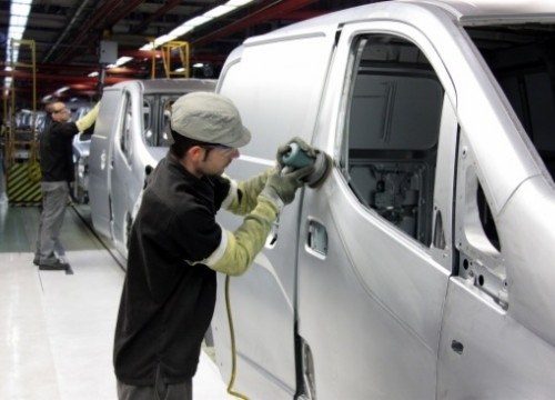 Nissan's new electric van being built in Barcelona (by J. Pujolar)