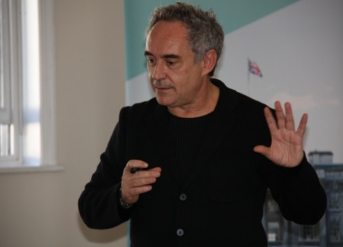 Ferran Adrià presenting in London the Somerset House's exhibition on his work (by L. Pous)