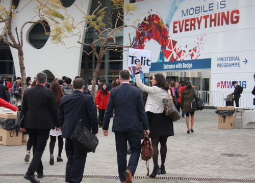 First attendees arriving at previous Mobile World Congress (by ACN)