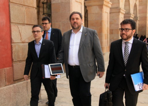 Catalan vice president Pere Aragonès (right) accompanying his predecessor Oriol Junqueras (center) along MPs Josep Maria Jové and Lluís Salvadó (by ACN)