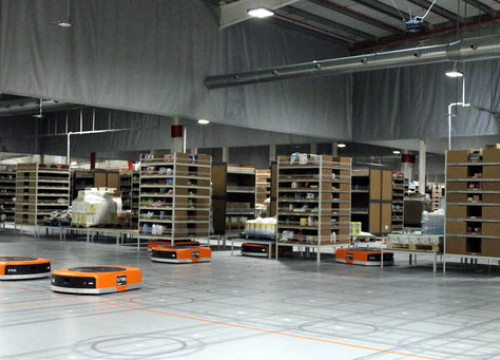 Robots at work at Amazon logistics centre in Castellbisbal (by ACN)