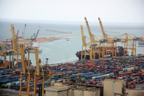 100 stevedores out of the 1,100 in the Port of Barcelona worked due to the strike (by ACN)