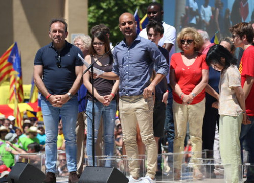 Pep Guardiola (centre) at a pro-independence gathering in June 2017 (by ACN)