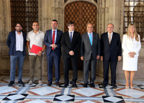 Catalan President Carles Puigdemont with signatories of the Catalan Pact for Industry