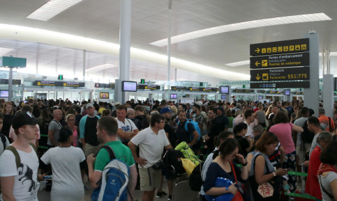 Long queues at Barcelona airport security checkpoint