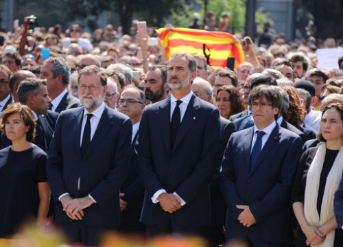 Spain's king Felipe VI (centre) accompanied by Catalan and Spanish politicians at the mourning ceremony for the Barcelona terror attacks