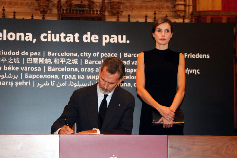 The King of Spain, Felipe VI, signs the condolence book next to the Queen Letizia