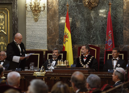 Spain's Public Prosecutor speaking alongside the Supreme Court president, the King of Spain and the minister of justice
