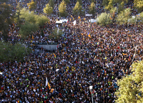 The massive demonstration on October 3 in Plaça Universitat against police violence (by ACN)