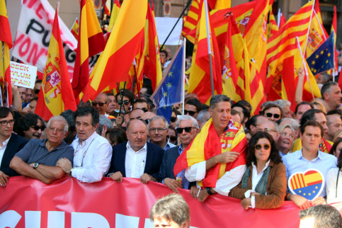 The march for Spanish unity and against independence on October 8 with representation from the Catalan Civil Society, the People's Party, and Ciutadans as well as former European Parliament president Josep Borrell (by ACN)