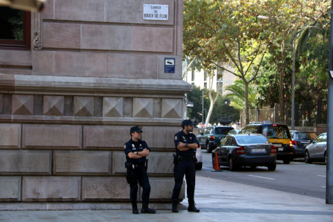 Spanish police guarding the Palace of Justice in Barcelona (by ACN)