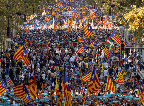 Hundreds of thousands march in downtown Barcelona to demand the release of Jordi Cuixart and Jordi Sànnchez and to denounce the activation of Article 155 on October 21 (by ACN)