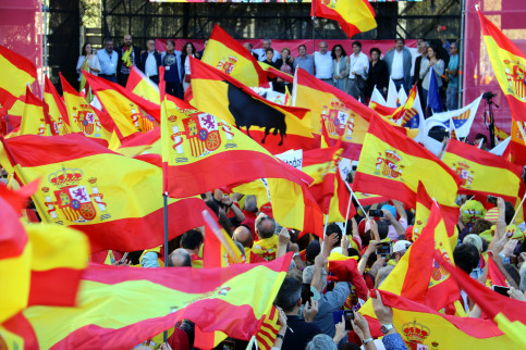 Spanish flags in the anti-independence demonstration in Barcelona (by Jordi Bataller)