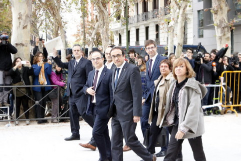 Catalan ministers arriving at the National Court on November 2 (by Rafa Garrido)