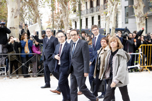 Catalan ministers of Home Affairs, Presidency, Foreign Affairs, Territory, Justice, Social Affairs and Governance about to arrive at the Spanish National Court