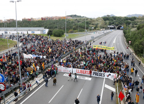 C-32 in Mataró blocked by protesters (by Jordi Pujolar)