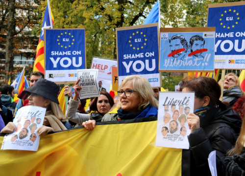 Demonstrators took to the streets in Brussels to demand the release of imprisoned Catalan leaders on November 12 (by Laura Pous)