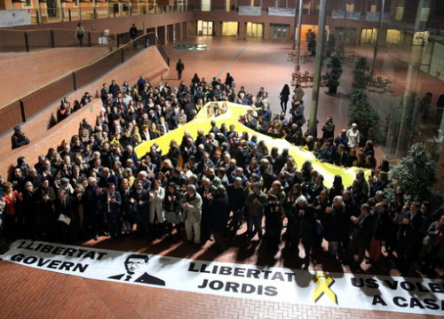 A giant yellow ribbon was unveiled on November 28 in Barcelona to support the jailed Catalan leaders