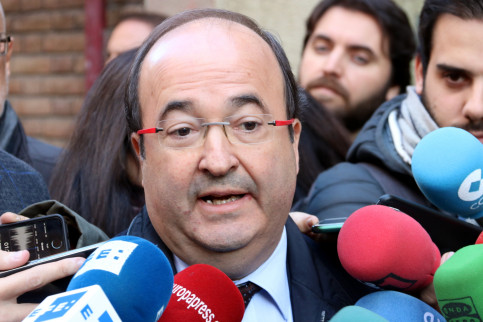 Catalan Socialists leader and candidate Miquel Iceta speaking to the press on November 30 (by Maria Belmez)