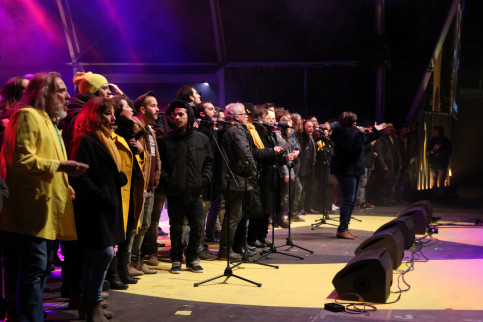 Performers on stage for the 'Concert for the Freedom of Political Prisoners' on December 1 2017 (by Júlia Pérez)