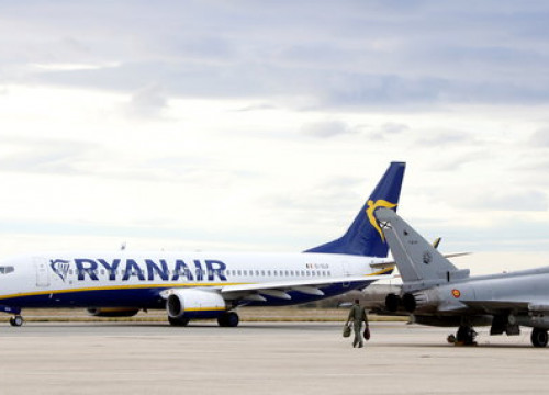 Ryanair plane at Reus airport (by ACN)