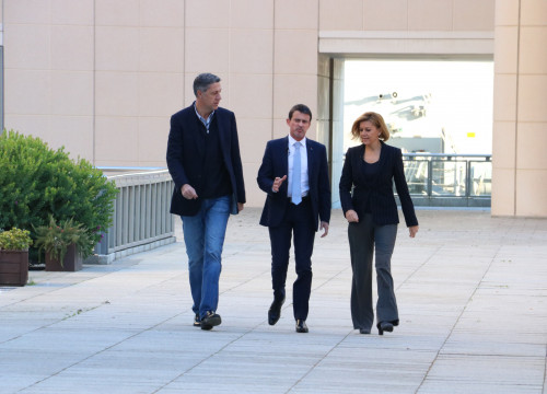 Former French prime minister Manuel Valls (centre) with PPC leader Xavier García Albiol and Spanish defence minister María Dolores de Cospedal (by ACN)