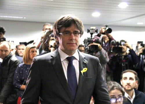 Catalan president Carles Puigdemont at a press conference the day after the December 21 election (by Laura Pous)