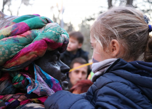 A white man with his face painted black to portray Balthazar, one of the Three Wise Men, in Girona (by Gerard Vilà)