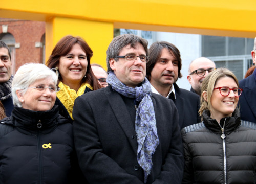 Carles Puigdemont and the MP elects from his party, Together for Catalonia, in Brussels, Belgium, on January 12 (by Laura Pous)