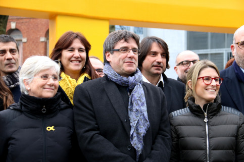 Carles Puigdemont alongside elected officials of his Together for Catalonia candidacy in Brussels on Friday (by ACN)