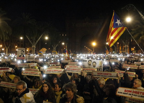 Demonstration participants in Barcelona demand the freedom of Jordi Cuixart and Jordi Sànchez on January 16 2018 (by Laura Fíguls)